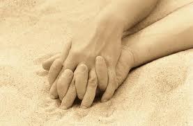 manos enlazadas